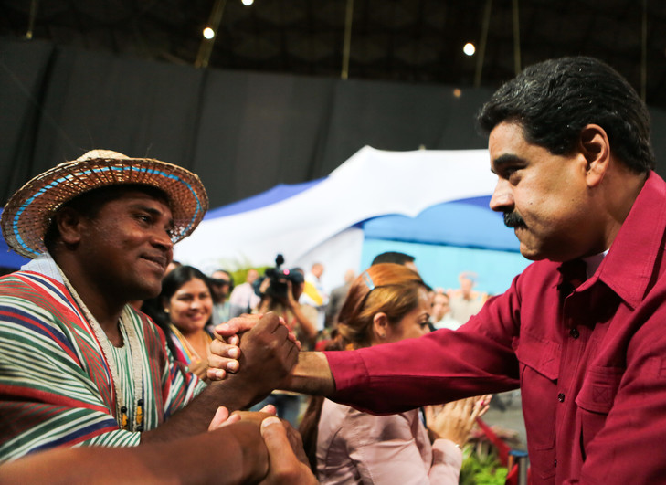 president-Maduro-droite-reuniondes-constitutionnalistes-Caracas-2-2017_0_729_531